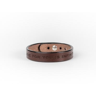 Коричневый узкий браслет с гравировкой