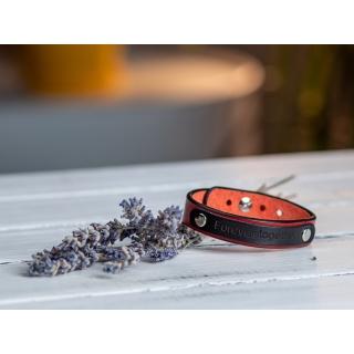 Червоний вузький браслет  з гравіюванням на табличці